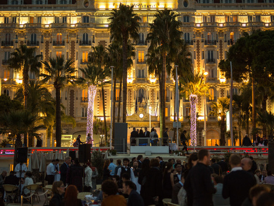 Foto: Opening Party vor dem Intercontinental in Cannes - Link öffnet Foto in Originalgrösse